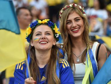 Kalah atau Menang Fans Cantik  Ukraina dan Polandia Tetap Eksis