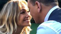 Jennifer Lopez sudah menjalani dua tahun hubungannya dengan Alex Rodriguez. (Instagram/jlo)