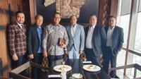 Foto Gubernur DKI Anies Baswedan bertemu politikus Partai NasDem yang sempat viral. (Foto: Istimewa)