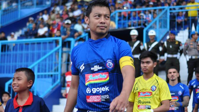 Hamka Hamzah saat memperkuat Arema FC melawan Madura United di Stadion Kanjuruhan, Kab. Malang, Jumat (8/11/2019). (Bola.com/Iwan Setiawan)