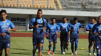 Latihan skuad Persib Bandung pada hari Senin (07/06/2021). (Erwin Snaz/Bola.com)