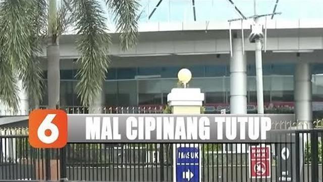 Hal ini bertentangan dengan pernyataan Gubernur DKI Jakarta Anies Baswedan yang menyatakan banjir yang terjadi di Jakarta tak mengakibatkan kantor dan pusat perbelanjaan tutup.