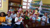 Buku menjadi jendela dunia dan sumber buku yang harus didapatkan oleh semua kalangan. Termasuk anak SD di Sentani, Papua. (Foto : Taman Bacaan Pelangi)