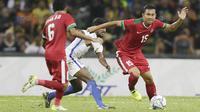 Bek Indonesia, Ricky Fajrin, saat pertandingan melawan Malaysia pada laga semifinal Sea Games 2017 di Stadion Shah Alam, Selangor, Sabtu (26/8/2017). Malaysia menang 1-0 atas Indonesia. (Bola.com/Vitalis Yogi Trisna)