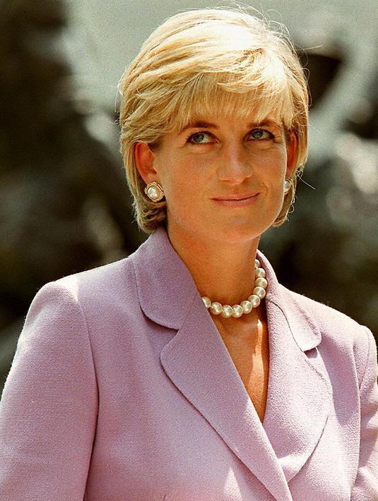 Tanggal 31 Agustus 1997, telah menjadi momentum yang tak terlupakan oleh masyarakat Inggris dan di seluruh dunia mengenang hari meninggalnya mendiang sang Putri Diana karena kecelakaan mobil di Paris, Prancis. (AFP/Bintang.com)