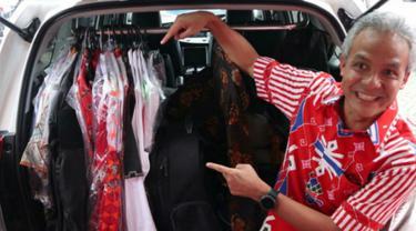 Ganjar Pranowo menunjukan jeroan mobilnya (Dok. Tim Kampanye Ganjar-Yasin)