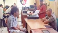 AR, warga Kabupaten Musi Banyuasin ditangkap polisi usai mengaku sudah mencabuli anak kandungnya dari tahun 2017 hingga 2020 (Dok.Humas Polsek Sekayu / Nefri Inge)