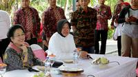 Ketua Umum PDIP Megawati Seokarnoputri dan Wali Kota Surabaya Tri Rismaharini atau Risma. (Liputan6.com/Dhimas Prajasa)
