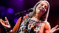 Penyanyi legendaris, Patti Austin, dipastikan akan tampil di UGM saat peringatan hari Sumpah Pemuda, 28 Oktober 2017.