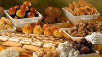 Setelah menikmati aneka sajian utama seperti ketupat dan teman-temannya, maka sajian berikutnya yang tidak boleh ketinggalan saat Hari Raya Lebaran Idul Fitri adalah cemilan seperti kue kering. (Istimewa)