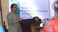 Menteri Agraria dan Tata Ruang (ATR)/Badan Pertanahan Nasional (BPN) Sofyan Djalil memberi sambutan saat acara Hari Tata Ruang Nasional 2017 di Gedung Kementerian ATR/BPN, Jakarta, Selasa (14/11).  (Liputan6.com/Angga Yuniar)