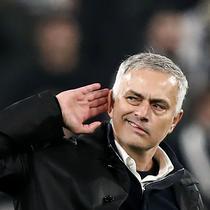 Pelatih Manchester United, Jose Mourinho, bersikap arogan usai mengalahkan Juventus usai laga Liga Champions di Stadion Allianz, Turin, Rabu (7/11), Juventus kalah 1-2 atas MU. (AFP/Marco Bertorello)