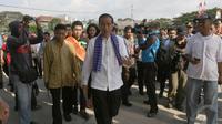 Jokowi mendatangi Waduk Pluit untuk meresmikan lapangan mini soccer di kawasan tersebut, Jakarta, Jumat (25/04/2014) (Liputan6.com/Herman Zakharia).