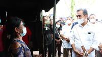 Sekjen Gerindra Ahmad Muzani meninjau tenda pengungsian korban bencana alam di NTT. (Istimewa)