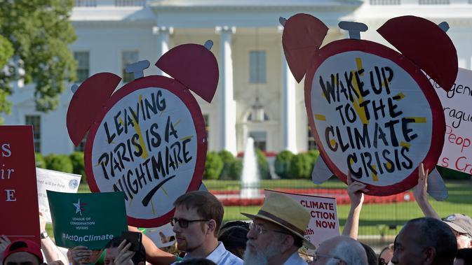 Keputusan Donald Trump yang menarik AS dari perjanjian Paris tentang perubahan iklim yang disepakati pada 2015 juga mendapat kritikan dari sejumlah pemimpin dunia. (AP/ Susan Walsh)