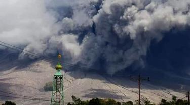 Gunung Sinabung erupsi