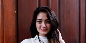 Siti Badriah selaku penyanyi dari label Nagaswara mengaku merasa dirugikan oleh PT Vizta Mandiri,  lantaran lagunya di layar Inul Vizta tidak sesuai dengan video klip yang asli (Wimbarsana Kewas/Bintang.com)