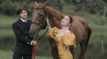Sebar Undangan, Ini 7 Potret Prewedding Terakhir Caesar Hito dan Felicya Angelista