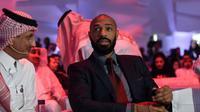 Thierry Henry menghadiri konferensi Quality of Life Program 2020, Riyadh, Saudi (3/5). Program ini bertujuan meningkatkan gaya hidup individu dan keluarga, membangun masyarakat di mana individu menikmati gaya hidup seimbang. (AFP Photo/Fayez Nureldine)