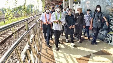 Menteri Perhubungan Budi Karya Sumadi dan Ketua DPR RI Puan Maharani meninjau kesiapan pengendalian transportasi di Cirebon.