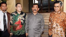 Dirut STC, Mayjen TNI (Purn) Soenarko MD (kedua kanan) melaporkan petinggi Polri terkait tindakan represif terhadap sengketa lahan antara PT STC dengan PT PT Multi Sarana Agro Mandiri (MSAM) di Kompolnas, Jakarta, Senin (23/7). (Liputan6.com/Pool/Dodi)