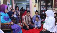 Wawako Palembang Fitrianti Agustinda mengunjungi rumah duka (Liputan6.com / Nefri Inge)