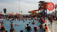 Wisata air Go! Splash dilengkapi beragam wahana seperti kolam renang semi-olympic, water slide setinggi 12 meter, pelangi kabut air, ember tumpah, dan kafe.