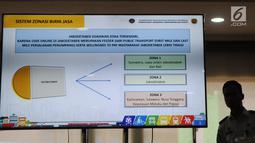 Layar monitor memperlihatkan sistem zonasi saat pengumuman tarif untuk ojek online (ojol) di Kementerian Perhubungan, Jakarta, Senin (25/3). Dalam ketentuan tarif ini, pemerintah melalui Direktorat Jenderal Perhubungan Darat Kemenhub)membaginya dalam tiga zona. (Liputan6.com/Herman Zakharia)