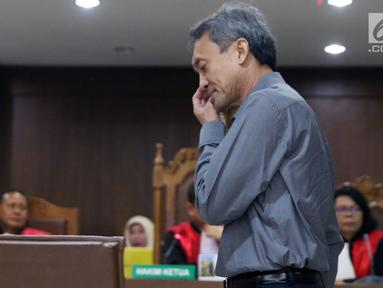Terdakwa dugaan suap pengurusan sejumlah perkara, Eddy Sindoro bersiap menjalani sidang lanjutan di Pengadilan Tipikor, Jakarta, Jumat (15/2). Eddy didakwa suap terkait pengurusan sejumlah perkara di PN Jakarta Pusat. (Liputan6.com/Helmi Fithriansyah)