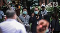 Sejumlah karyawan menggunakan masker saat beraktifitas di luar kantor di Jakarta, Senin (2/3/2020). Usai diumukan Presiden Jokowi bahwa ada 2 WNI yang terkena virus corona, banyak para pekerja menggunakan masker saat beraktifitas. (Liputan6.com/Faizal Fanani)