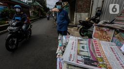 Lapak kios penjual koran di Kawasan Petak Sembilan, Glodok, Jakarta, Minggu (7/2/2021). Munculnya Glodok dan Petak Sembilan tak lepas dari sejarah orang Tionghoa yang mulai berkelana sekitar abad ke-3 dan ke-5 mengarungi lautan menuju Asia Tenggara, termasuk ke Indonesia. (Liputan6.com/Johan Tallo)