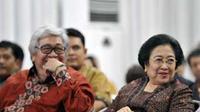 Ketua Umum PDIP Megawati Soekarnoputri dan Taufiq Kiemas, menghadiri Sarasehan Budaya Hari Lahir Pancasila, di Gedung Pola, Jakarta. PDIP mencanangkan Juni sebagai Bulan Bung Karno.(Antara)