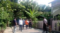 Rekonstruksi penganiayaan siswa SMA Taruna Indonesia yang diperankan tersangka OB (Liputan6.com / Nefri Inge)