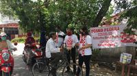 Relawan Solmet membagikan masker cegah Covid-19 di Padang. (Foto: Istimewa)