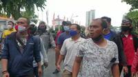 Aksi demo tolak kedatangan Rizieq Shihab di Surabaya, Jawa Timur (Foto: Liputan6.com/Dian Kurniawan)