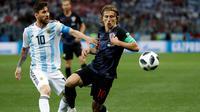 Kapten Argentina dan Kroasia, Lionel Messi dan Luka Modric. (AP Photo/Petr David Josek)