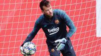Kiper Barcelona, Neto, semakin percaya diri menatap La Liga 2020-2021 setelah mempersembahkan clean sheets pertama musim ini. (AFP/Pau Barrena)