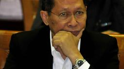 Dirut PT Pelindo II, Robert Joost (RJ) Lino saat menghadiri rapat pembentukan Panja Pelindo II bersama Komisi VI DPR RI, Jakarta, Rabu (14/9/2015). Rapat membahas perkembangan kasus hukum dugaan korupsi crane di Pelindo II. (Liputan6.com/Johan Tallo)