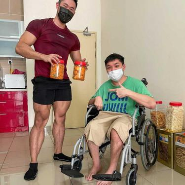Berjualan Sambil Berbagi, Kisah Pria Pengidap Cerebral Palsy Ini Bikin Salut