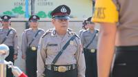 Aiptu Parsono, sang polisi baik hati Kebumen menerima penghargaan dari Kapolres Kebumen. (Foto: Liputan6.com/Polres Kebumen/Muhamad Ridlo)