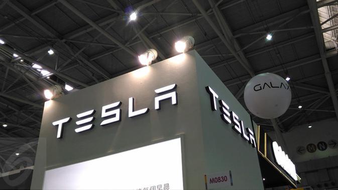 Papan Nama Booth Tesla di Computex 2017. Liputan6.com/Mochamad Wahyu Hidayat