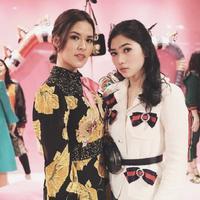 Sama-sama elegan, kedua penyanyi ini tampil cantik menawan di Negeri Sakura. (Sumber foto: raisa6690/instagram)