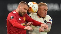 Luke Shaw. Bek kiri Manchester United 26 tahun ini mampu menyumbang 1 gol dan 3 assist bagi skuat Three Lions di Euro 2020 lalu. Pemain yang memiliki Kelihaian berpenetrasi dan melepaskan umpan silang ini kini dihargai 42 juta euro setelh sebelumnya hanya 35 juta euro. (Foto: AFP/Paul Ellis)