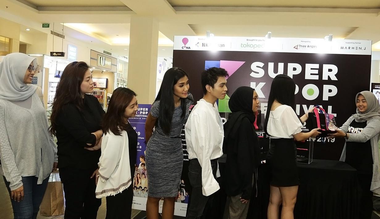 Antrian Pembeli Tiket Super K-Pop (Bambang E Ros/Fimela.com)