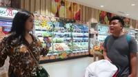 Nagita Slavina saat berbelanja di sebuah supermarket (Dok.Instagram/@raffinagita1717/https://www.instagram.com/p/Bpl949OgO5h//Komarudin)