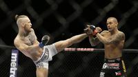Dustin Poirier membalaskan dendam dengan memukul KO Conor McGregor di UFC 257 (AP)