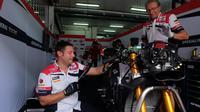 Suasana paddock Tim Federal Oil Gresini Moto2
