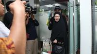 Pemeran kelahiran Jambi 37 tahun silam itu menyambangi Direktorat Reserse Kriminal Khusus (Ditreskrimsus), Polda Metro Jaya, untuk memenuhi panggilan dari penyidik. (Nurwahyunan/Bintang.com)