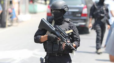 Ilustrasi Baku Tembak dengan Teroris (Arfandi Ibrahim/Liputan6.com)