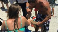 wanita tersebut selamat dengan luka gigit di tangannya, bayi hiu berukuran 60 sentimeter yang menggigitnya mati sebelum sempat dilepaskan.